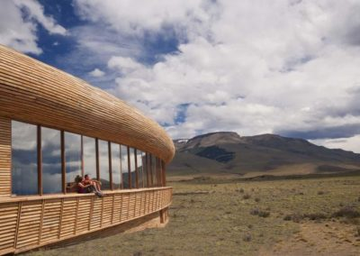 tierra-patagonia-exterior-couple-edit.ngsversion.1419982243178.adapt.768.1