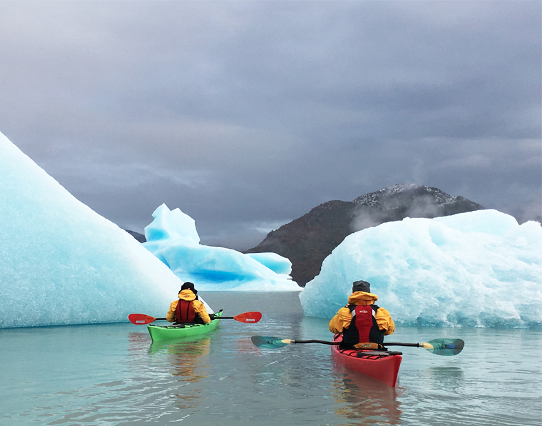 Kayak Grey Lake (Near to Glacier Grey)